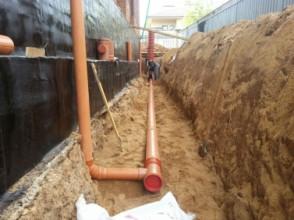 Профессионально и правильно выполненный дренаж участка, как гарантия защиты основных строительных конструкций