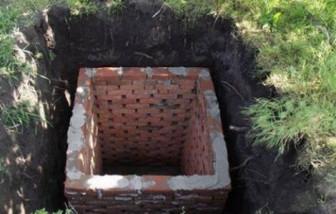 Особенности построения выгребной ямы в частном дворе своими руками