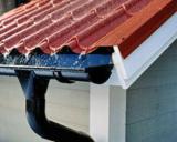 Водостоки для крыши из пластика: разновидности, расчеты, обслуживание и монтаж